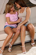 Two hot teenage girls get each other off