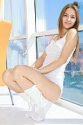 Alessa Z strips naked by the window