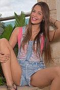 Kiara Lorens strip naked on the balcony