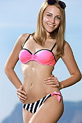 Gorgeous blonde Izabel takes off her bikini