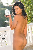Cara de la Hoyde strips naked on the verandah after drinking red wine