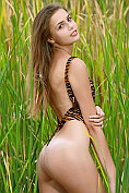 Elle takes off her leopard print one-piece in the long grass