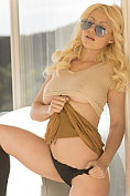 Sumptuous American blonde Kylie Page shows off all of her ample assets