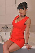 Valentina Ricci lets us watch her take a bath