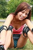 Mellie stops rollerblading to masturbate